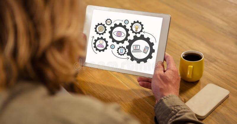 Sikt för hög vinkel av kvinnan som ser kugghjul i digital minnestavla vektor illustrationer