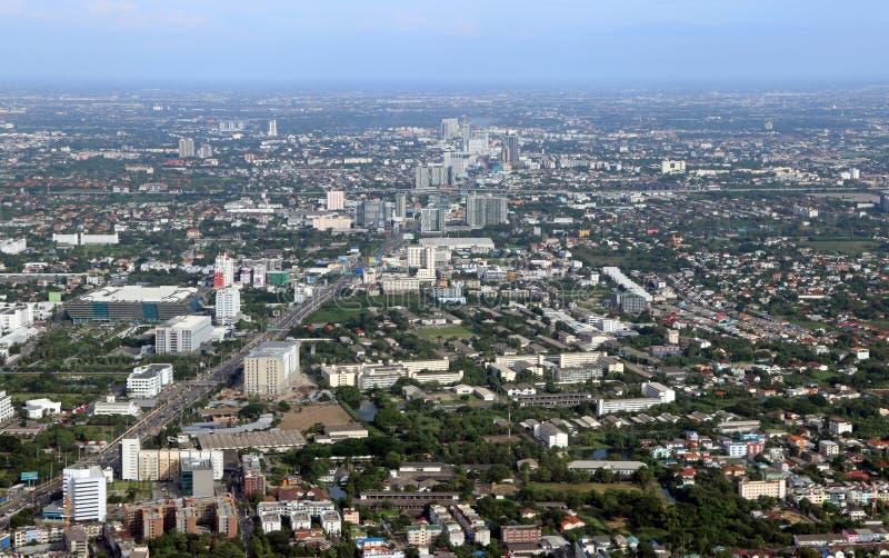 Sikt för hög vinkel av stads-, vägen och byggnadskvarteret royaltyfri fotografi