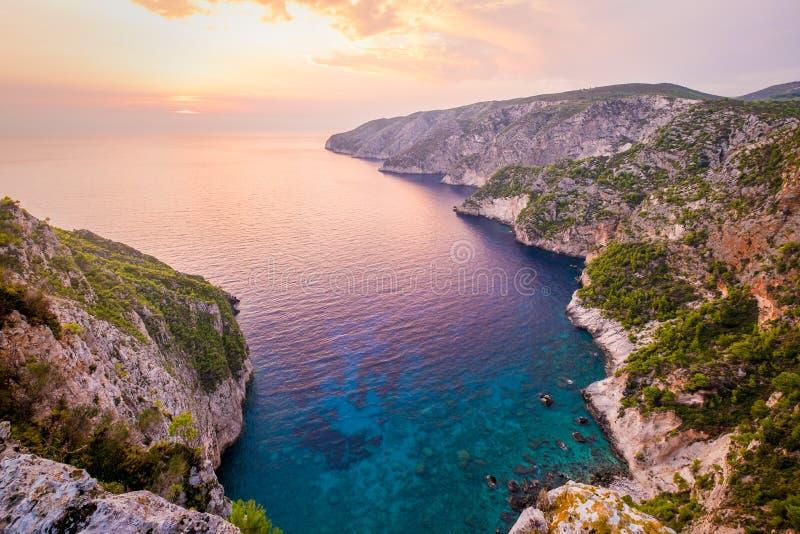 Sikt för havkustlinjelandskap på solnedgången, Zakynthos ö royaltyfri foto
