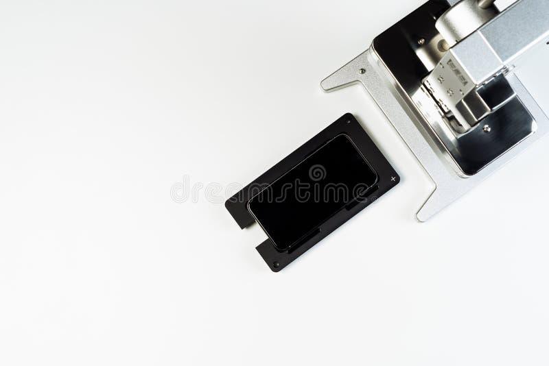Sikt för hjälpmedel för press för mobiltelefonskärmreparation bästa royaltyfri fotografi