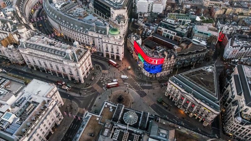 Sikt för Iconic berömd fyrkantig Piccadilly cirkus för London ` s flyg- royaltyfri foto