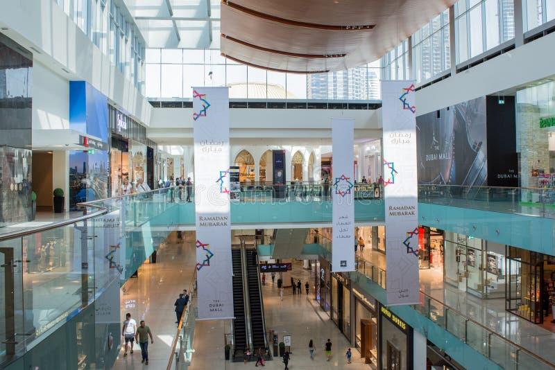 Sikt för insida för Dubai galleriaköpcentrum arkivfoto
