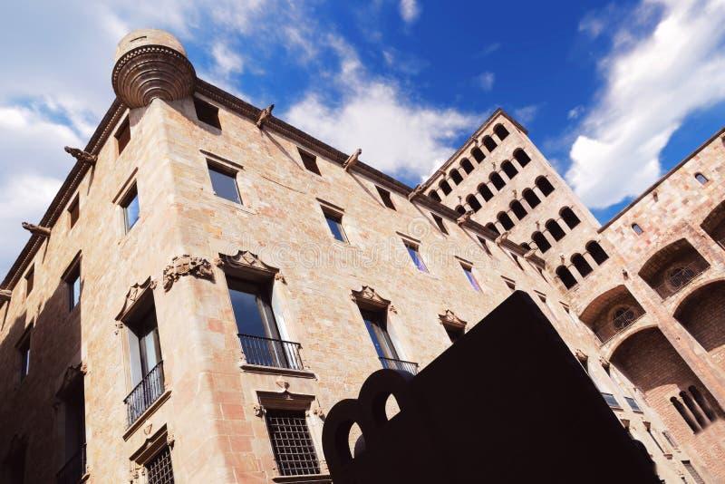 Sikt för kunglig slott från Plaza del Rey i gotiskt område i Barcelona tomt kopieringsutrymme royaltyfria bilder