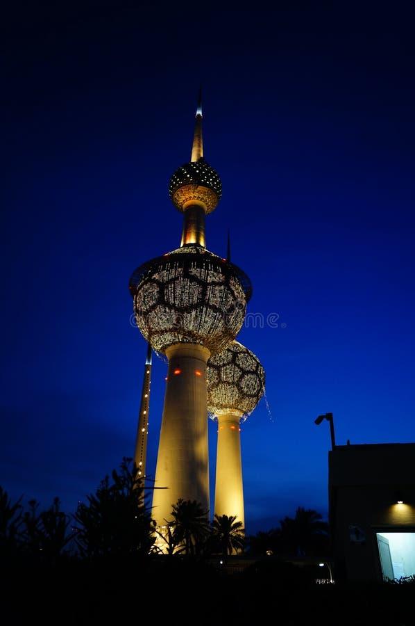 Sikt för Kuwait City tornnatt arkivfoto