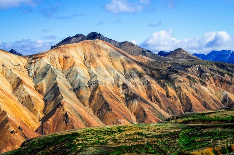Sikt för Landmannalaugar färgrik bergliggande royaltyfria foton