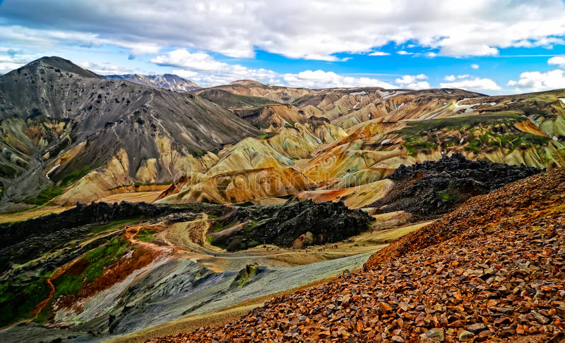 Sikt för Landmannalaugar färgrik bergliggande arkivfoton