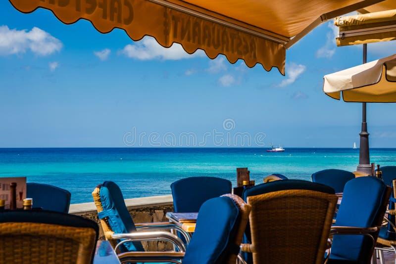 Sikt för Morro Jable strandrestaurang royaltyfri fotografi