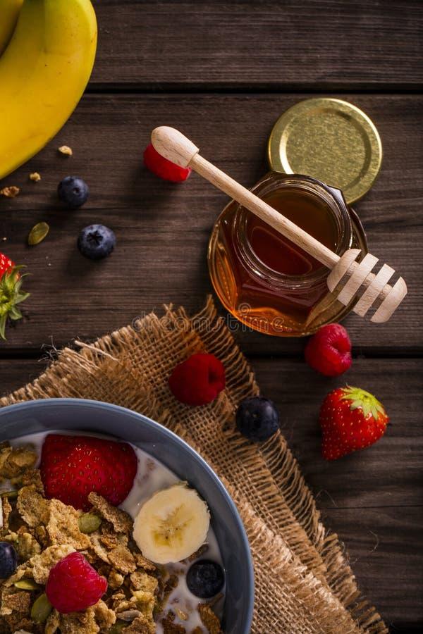Sikt för närbild för frukostsädesslag bästa royaltyfri foto