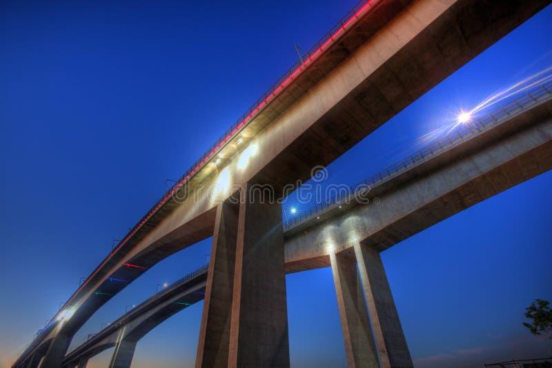 sikt för natt för brobrisbane nyckel arkivfoto
