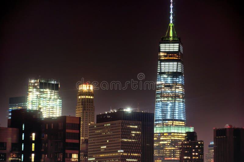 Sikt för New York City generisk arkitekturnatt royaltyfria foton
