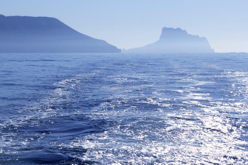 Sikt För Pe För Calpe Ifach Medelhavs- Arkivfoto