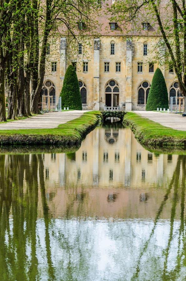 Sikt för Royaumont abbotsklosteryttersida, Frankrike arkivbild