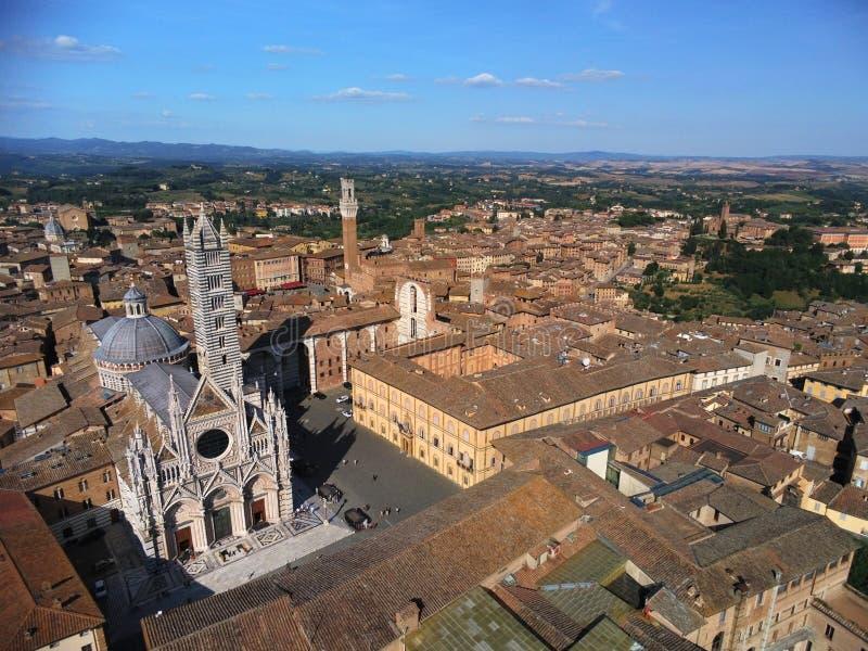 Sikt för Siena kupolaeral vid papegojaanafi 300 arkivbild