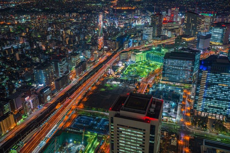 Sikt för skyskrapacityscapenatt i Yokohama, Japan royaltyfria bilder