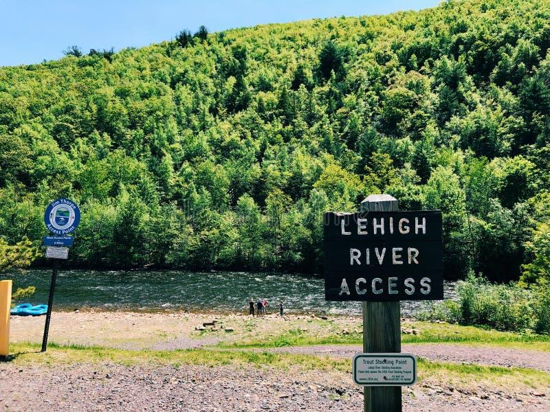 Sikt för sommar för Lehigh flod härlig royaltyfria bilder