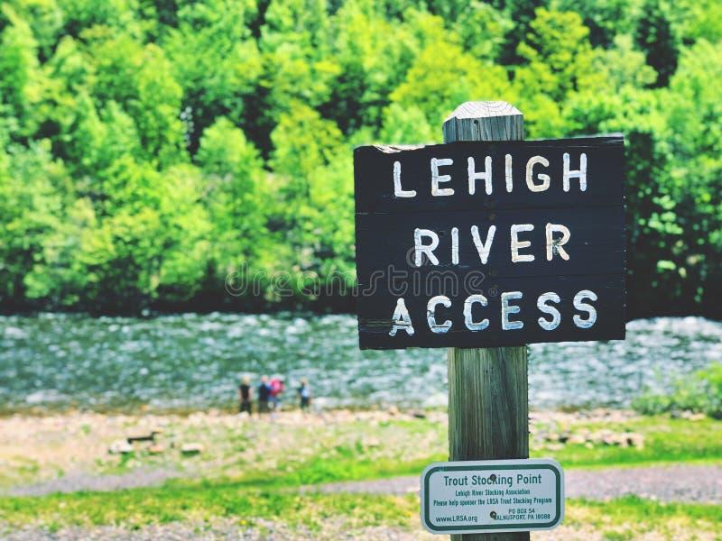 Sikt för sommar för Lehigh flod härlig arkivfoton