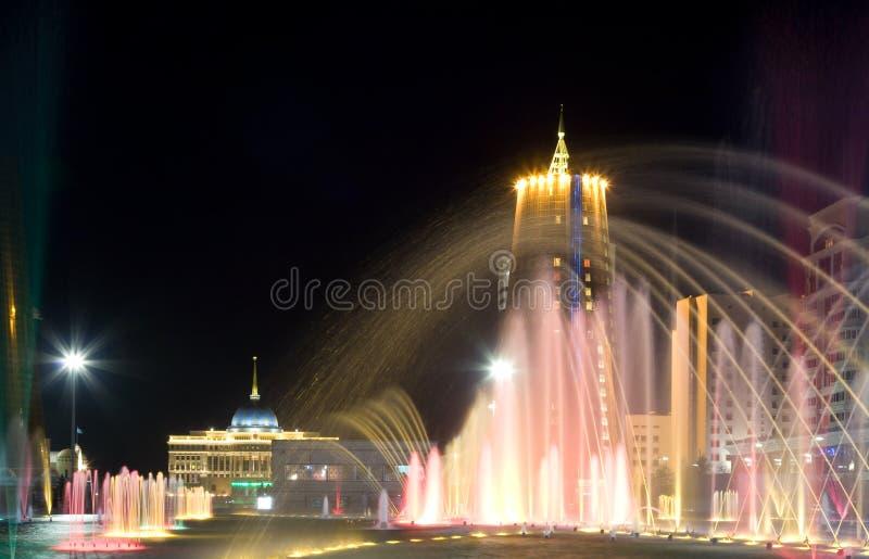 sikt för ställe för astana bayterekkazakhstan natt royaltyfria bilder