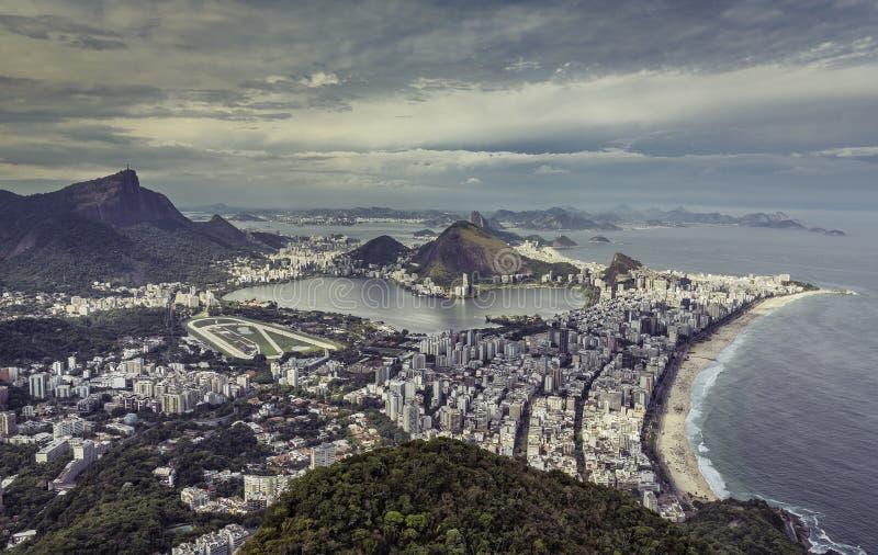 Sikt för stad för hög vinkel flyg- av Rio de Janeiro arkivfoton