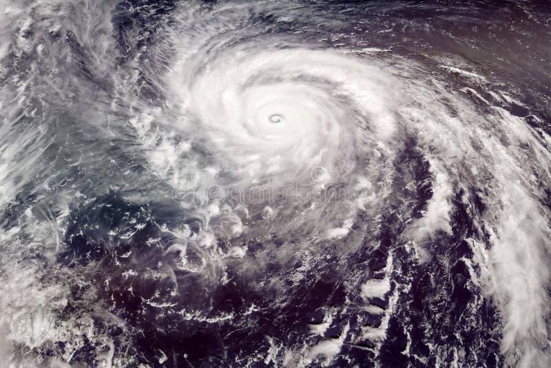 Sikt för tyfon för kategori 5 satellit- royaltyfri foto