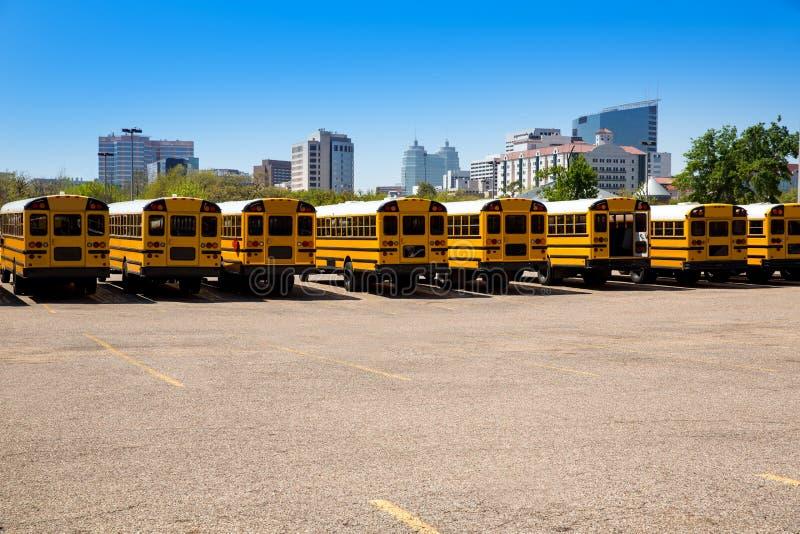Sikt för typisk skolbuss för amerikan bakre i Houston arkivfoton