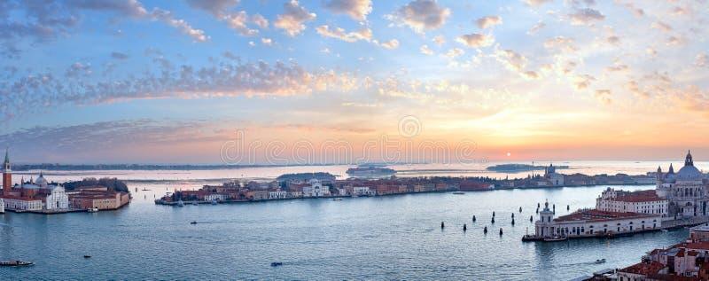 Sikt för Venedig stadsItalien solnedgång panorama fotografering för bildbyråer