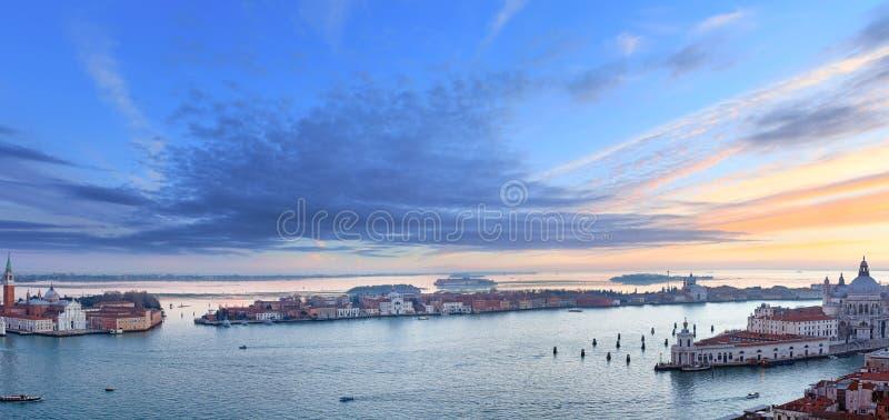 Sikt för Venedig stadsItalien solnedgång panorama royaltyfri foto