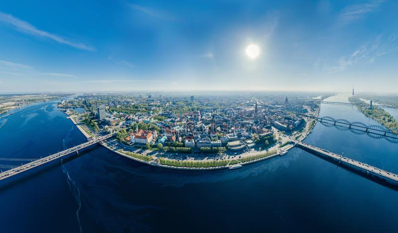 Sikt för vr för sfär 360 för surr för flod för stadsRiga Daugava arkivbilder