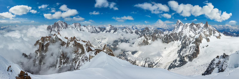 Sikt f?r Mont Blanc bergmassiv fr?n den Aiguille du Midi monteringen fotografering för bildbyråer