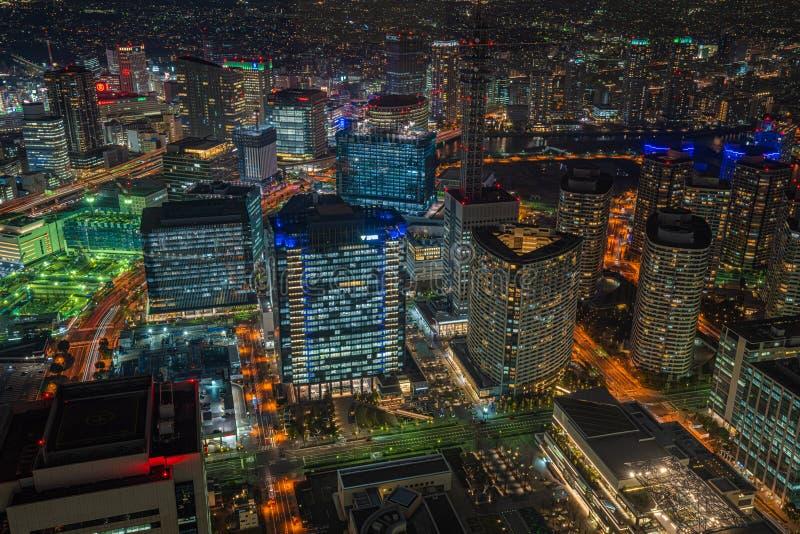 Sikt f?r skyskrapacityscapenatt i Yokohama, Japan royaltyfria bilder