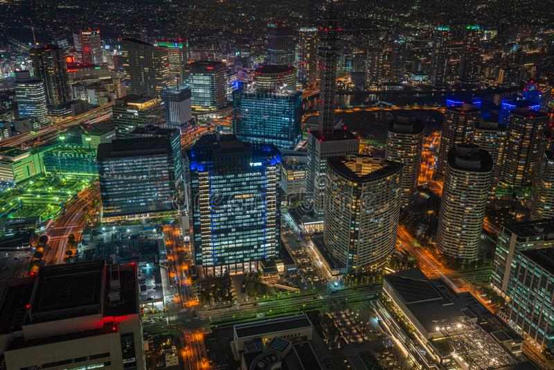 Sikt f?r skyskrapacityscapenatt i Yokohama, Japan royaltyfri foto