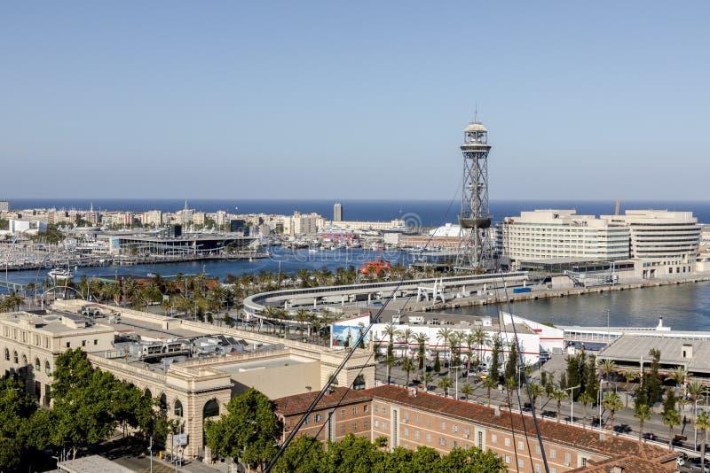 Sikt från över, kabelbil, Barcelona, Spanien, Catalonia, hav, port, flotta, vatten, skepp, yacht, arbete, hangar, kran, byggnad,  arkivbilder