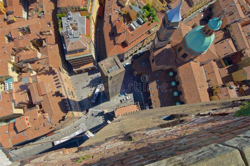 Sikt från överkant av det Asinelli tornet arkivbild