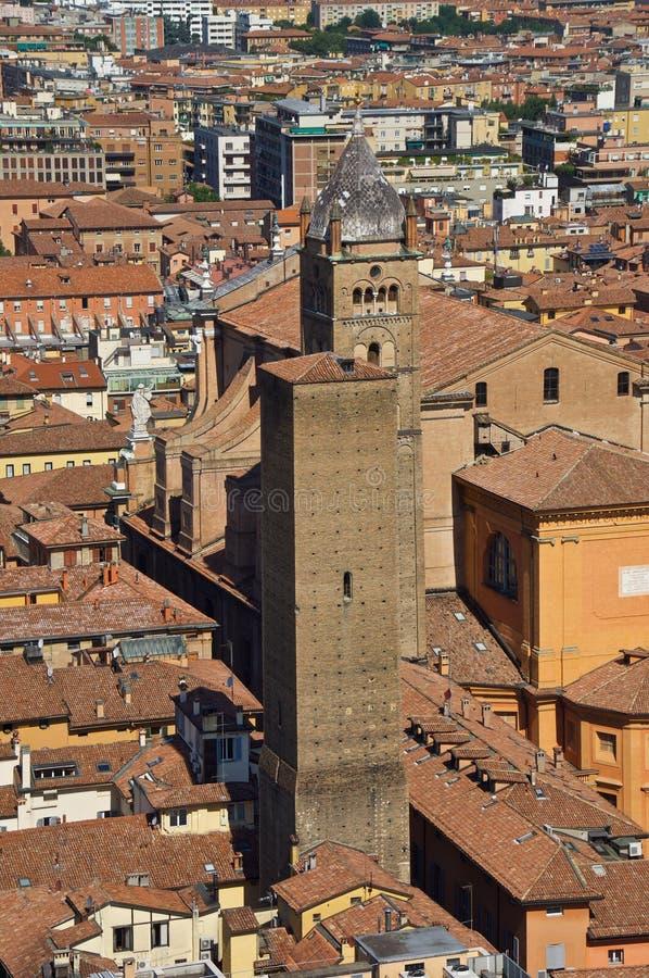 Sikt från överkant av det Asinelli tornet arkivfoto