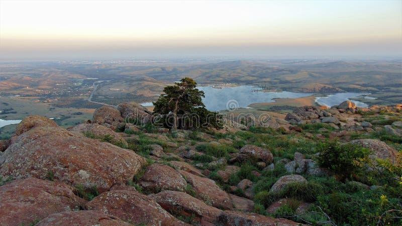 Sikt från överst av monteringen Scott i wichita berg fotografering för bildbyråer