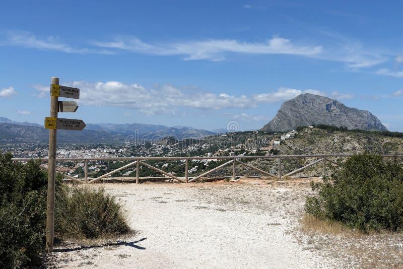 Sikt från Cabo de San Antonio in mot Javea och udde Sant Antoni, Costa Blanca, Spanien fotografering för bildbyråer