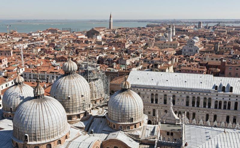 Sikt från Campaniletornet på den San Marco fyrkanten royaltyfri fotografi
