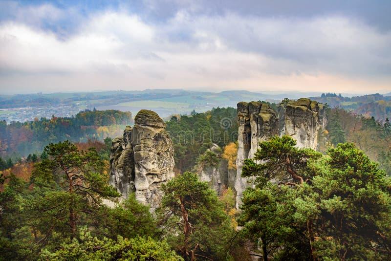 Sikt från cesky tjeckiskt eller bohemiskt paradis för raj - - bohemia - Tjeckien fotografering för bildbyråer