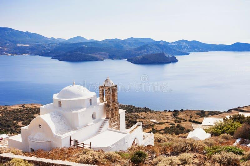 Sikt från den Plaka staden, Milos ö, Cyclades, Grekland royaltyfria bilder