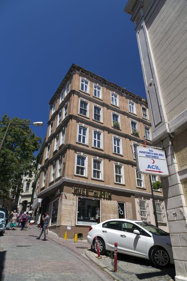 Sikt från ett övre Hill Street i Beyoglu, Istanbul royaltyfri foto