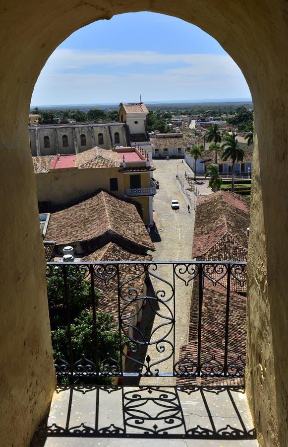 Sikt från ett torn av St Francis av den Assisi kloster och kyrkan cuba trinidad arkivfoton