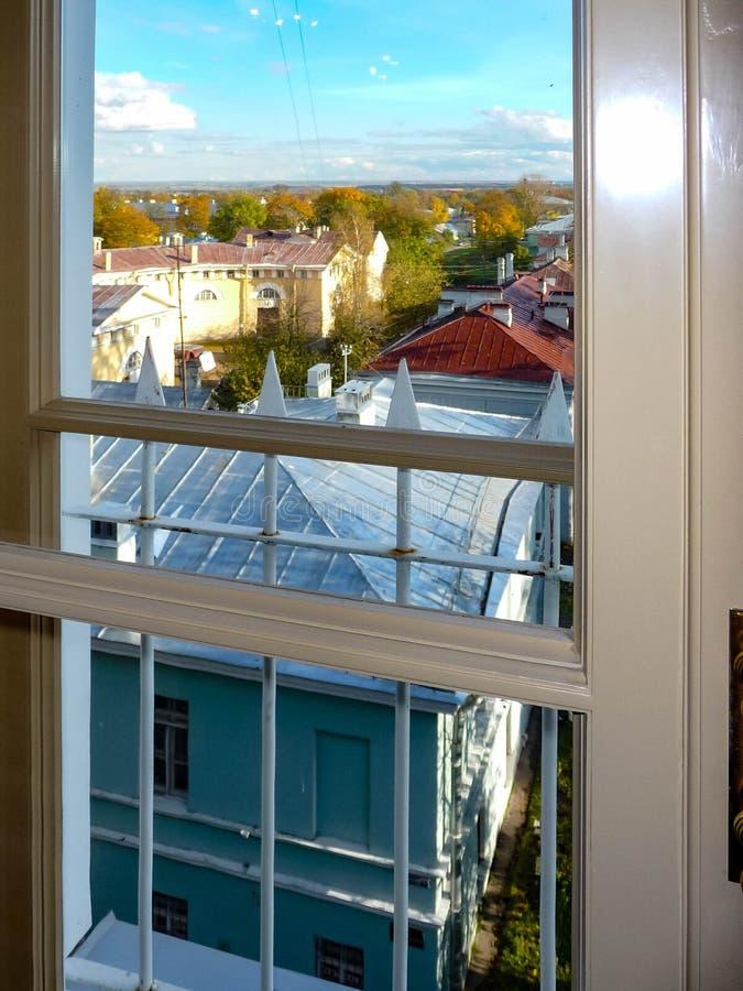 Sikt från fönstret på taket royaltyfria bilder