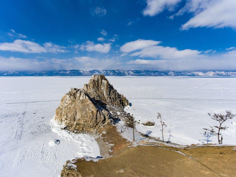 Sikt från himmel på djupfrysta isfält av Lake Baikal, Ryssland Sibirien royaltyfri foto