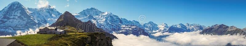 Sikt från Mannlichen på de Bernese fjällängarna Berner Oberland, Schweiz arkivbild