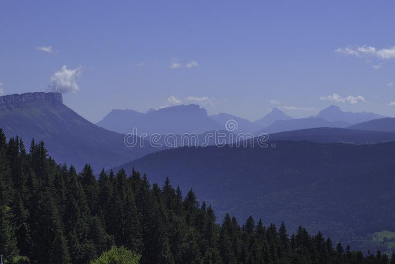 Sikt från Montagne du Semnoz i Frankrike royaltyfri foto