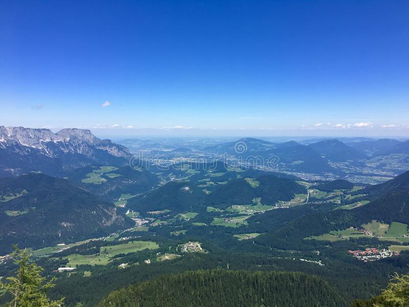 Sikt från Obersalzberg fotografering för bildbyråer