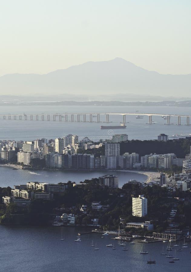 Sikt från Parque da Cidade i Niteroi fotografering för bildbyråer
