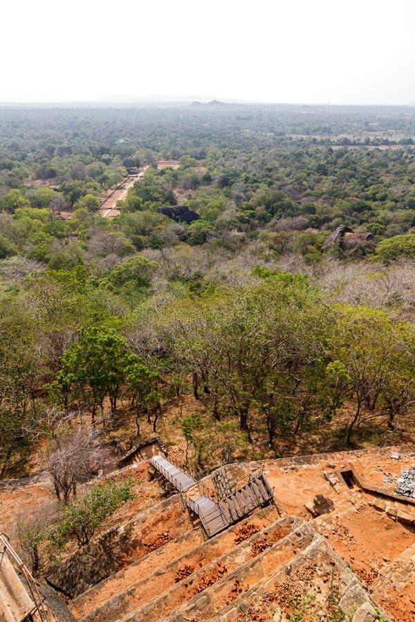 Download Sikt Från Sigiriya Lions Slott För Rock Fotografering för Bildbyråer - Bild av landmark, lion: 27281473