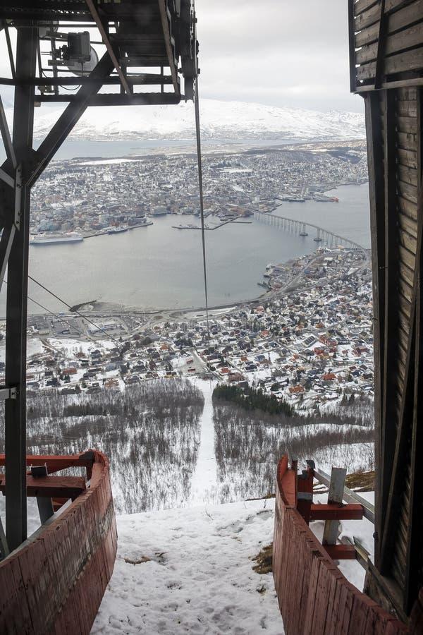 Sikt från station för kabelbil i Tromso royaltyfri fotografi