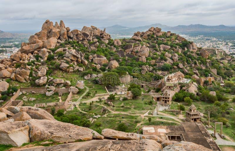 Sikt från uppe på thuppadakolabetta inom det Chitradurga fortet, Karnataka royaltyfria bilder