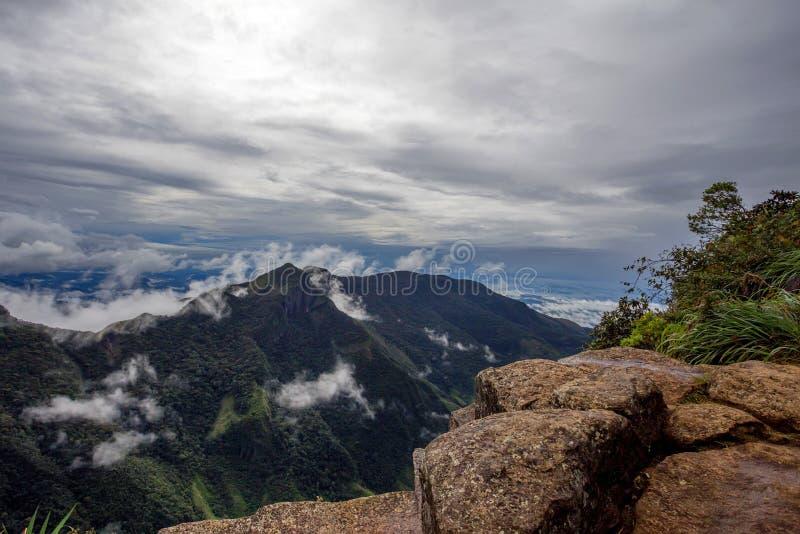 Sikt från världs slut inom Horton Plains National Park i Sri Lanka royaltyfri foto